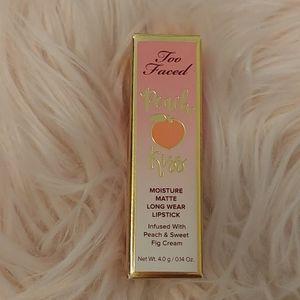 💋NWT Too Faced Peach Kiss Matte Lipstick